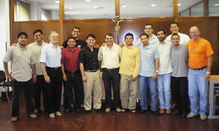 Once jóvenes religiosos de siete países se preparan durante un mes en San Millán para dar el sí definitivo