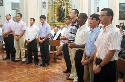 Nueve jóvenes de cinco países se consagran a Dios como agustinos recoletos