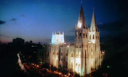 """""""La iglesia de acero"""" recibe el apoyo de la comunidad filipina en Nueva York"""