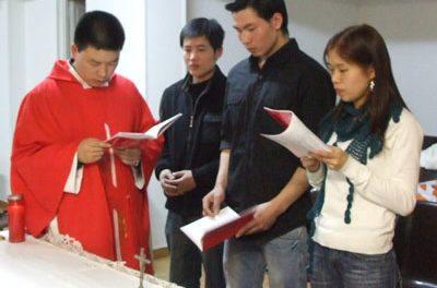 Los chinos católicos de Madrid sufren la falta de empleo y el desconocimiento de la lengua
