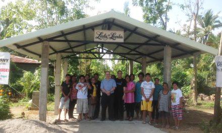 El Prior General visita una de las capillas rehabilitadas en Filipinas con la ayuda recibida tras el tifón Haiyán