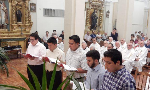 Seis jóvenes al terminar el año de noviciado hacen su profesión religiosa en la Orden de Agustinos Recoletos