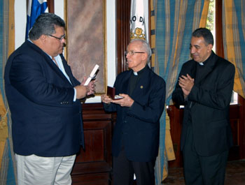 """El agustino recoleto Benjamín Ayechu recibirá la condecoración """"Pro Ecclesia et pontífice"""""""