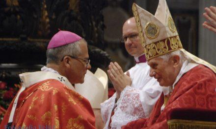 Por primera vez el Papa impone el palio arzobispal a un agustino recoleto