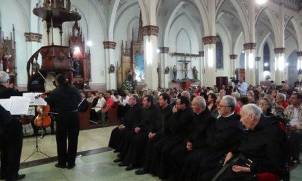 El Prior General recibe un homenaje en Manizales durante su visita a las 23 comunidades de la Orden en Colombia