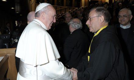 Francisco agradece a los religiosos su esfuerzo por vivir y contagiar la alegría del Evangelio