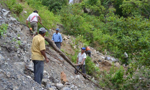 Los agustinos recoletos visitan dos pueblos afectados por las lluvias en Perú