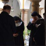 """4. El liderazgo de la santidad """"bajo las tocas"""""""