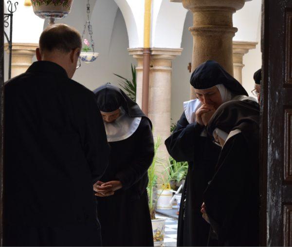 Vivir la santidad en los claustros