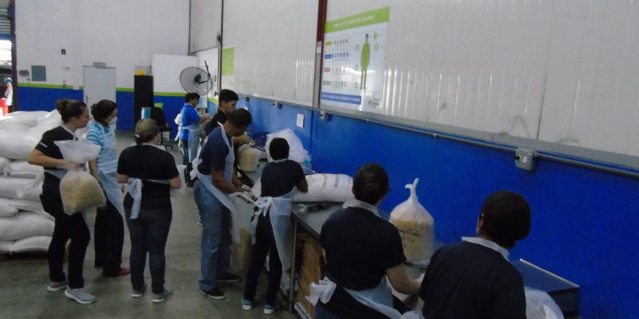 El presidente de Panamá Juan Carlos Varela elogia la labor del Banco de Alimentos