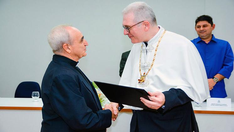 José Luis Azcona recibe el título de doctor 'honoris causa' de la UFPA por su labor en Marajó