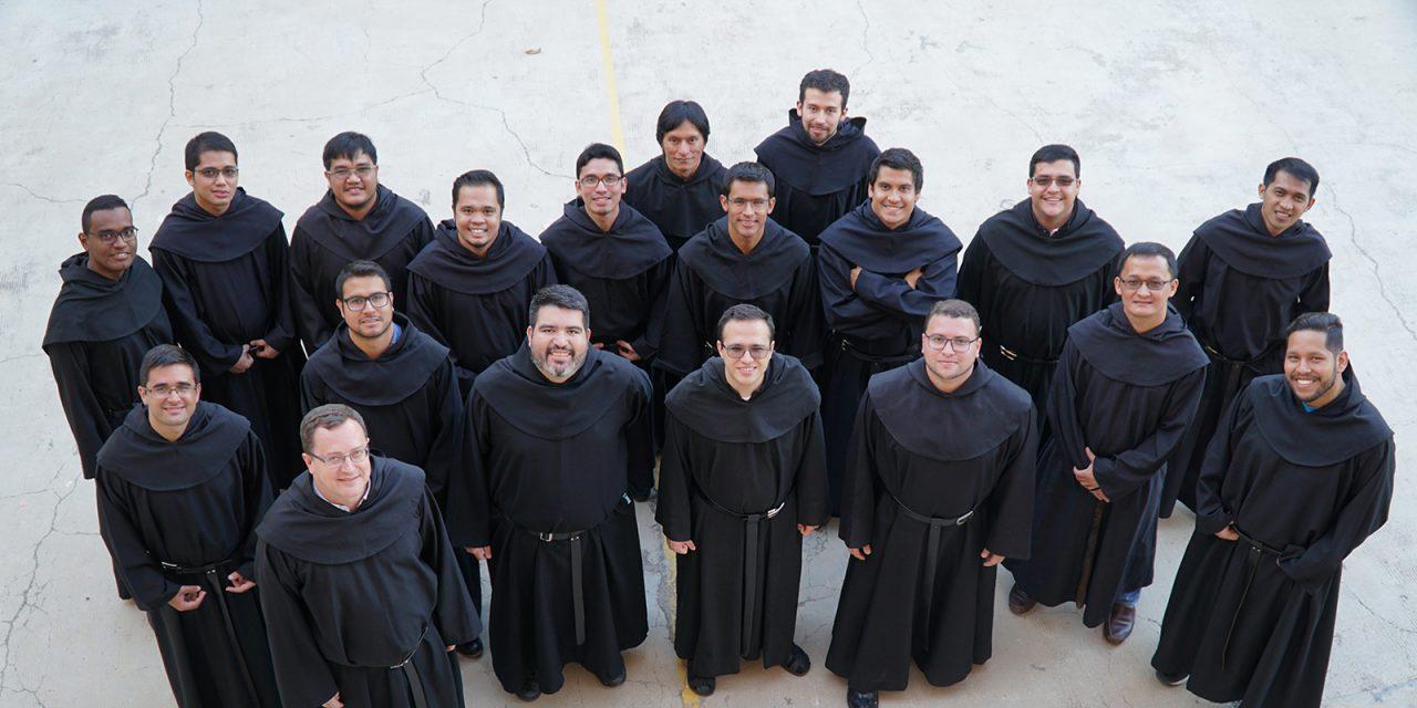 Jóvenes y agustinos recoletos: 16 testimonios de entrega a Cristo