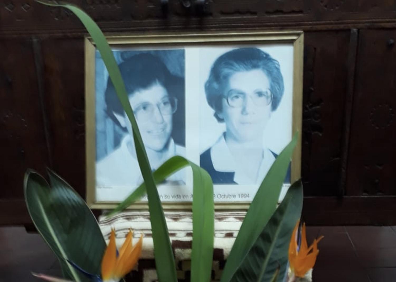 En la capilla donde acudían cuando fueron asesinadas se les realizó un íntimo homenaje.